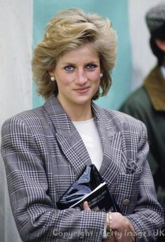 myroyalobsession:  Diana     Wonder what is going on behind those royal eyes??