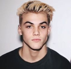 Grayson Dolan with blonde hair Ethan And Grayson Dolan, Ethan Dolan, Dolan Twins Wallpaper, Dollan Twins, Bae, Identical Twins, Celebs, Celebrities, Future Husband