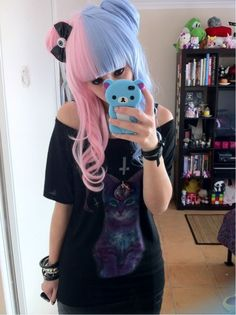 Adorable nu goth fashion leaning more towards the lolita side, beautiful Vêtements Goth Pastel, Pastel Goth Fashion, Pastel Grunge, Pastel Hair, Gothic Fashion, Pastel Pink, Pink Hair, Blue Hair, Pink Blue
