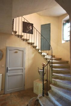 Stairway and color mix Cottage Shabby Chic, French Cottage, Wrought Iron Stairs, Stone Stairs, Building Stone, Mediterranean Homes, Dream Apartment, Yellow Walls, French Interior