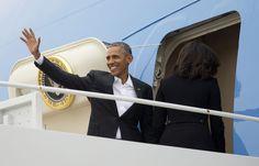 O presidente Barack Obama sobe no Air Force One a caminho de Havana.