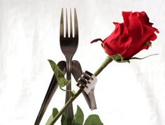 Roses are Red - Fork HeadFor all the romantics out there, this is a perfect piece to light up a room! 'Roses are Red' is made up of stainless ste Red Fork, Fork Art, Islam Women, Ideas Hogar, Steel Art, Flower Holder, Metal Flowers, Diy Home Crafts, Red Roses