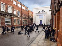 Fotografie: ... dem strengen zivilen Look einer Eliteschule in England ...   Im Bild: Hull Trinity Academy, Vereinigtes Königreich