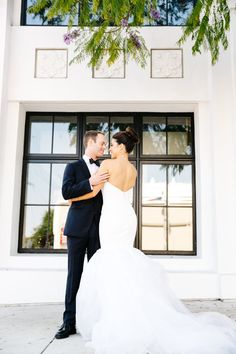 Modern luxe spring wedding: http://www.stylemepretty.com/california-weddings/los-angeles/2016/09/01/this-rustic-luxe-wedding-is-the-definition-of-amazing/ Photography: Jenn Emerling - http://jennemerlingweddings.com/