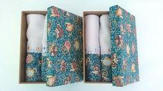 Caixa em mdf com tampa forrada em tecido floral, acompanha 2 panos de copa.