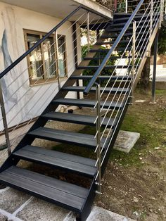 Modern style iron outdoor staircase with stainless steel parapets, steps in slate colored pvc wood Staircase Outdoor, Iron Staircase, Staircase Railings, Modern Staircase, Staircase Design, Stairways, Deck Pvc, Tole Pliée, Outside Stairs