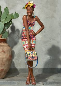 Discover the new Dolce&Gabbana Women's Mambo Collection for Summer 2017 and get inspired. Ethnic Fashion, African Fashion, Love Fashion, Womens Fashion, Fashion Tips, Fashion Design, Fashion Trends, 80s Fashion, Fall Fashion