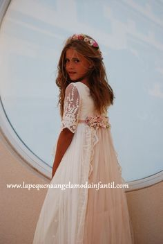 Es muy bonito es un traje de comunion de este año Holy Communion Dresses, First Holy Communion, Mode Outfits, Girl Outfits, Girls Dresses, Flower Girl Dresses, Baptism Dress, Wedding With Kids, Maid Of Honor
