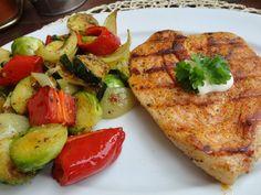 Zvířátkový den- opečená kotleta a grilovaná zelenina Delena, Zucchini, Detox, Low Carb, Vegetables, Fit, Low Carb Recipes, Veggies, Vegetable Recipes