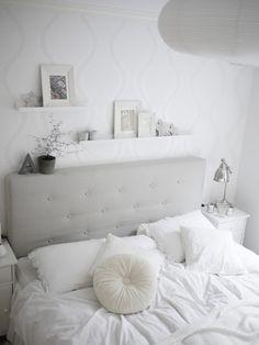 Swiss sense slaapkamer styling #wit, #beige. Kijk voor meer boxspring inspiratie op www.SwissSense.nl