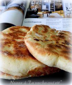 """Ψωμάκια Ναάν με """"La vache qui rit"""" ή γαλλικά ...τυρόψωμα;   Tante Kiki   Bloglovin' Cheese Recipes, Pie Recipes, Cooking Recipes, Recipies, Breakfast Time, Everyday Food, Naan, Greek Recipes, Food Design"""