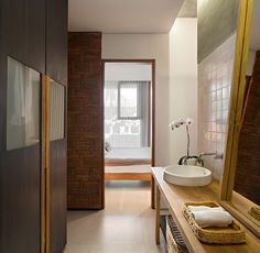 Gallery of Sujiva Living / Somia Design Studio - 24 Studio 24, Small Studio, Design Studio, Tropical House Design, Tropical Houses, Architecture Office, Contemporary Architecture, Tropical Bathroom, Man Of The House