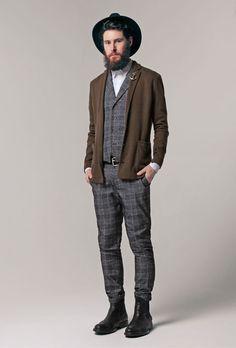 2014-12-20 のファッションスナップ。着用アイテム・キーワードは カットソージャケット, サイドゴアブーツ, ジャケット, スラックス, ハット, ブーツ, ベスト・ジレ, ルックブック, 白シャツ,Obvious Basicetc. 理想の着こなし・コーディネートがきっとここに。