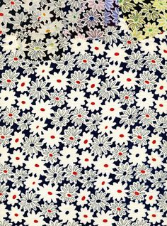 Daisy print on silk in 7 colorways. Textiles, Textile Patterns, Print Patterns, Floral Patterns, Pretty Phone Wallpaper, Iphone Wallpaper, Flower Bouqet, Ditsy Floral, Surface Pattern Design