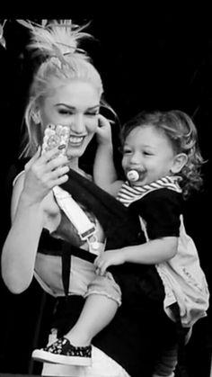 Gwen Stefani Music, Gwen Stefani And Blake, Gwen Stefani Style, Blake Shelton And Gwen, Gwen And Blake, Black Shelton, Music Icon, Beautiful Children, Kingston