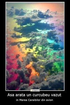 Asa arata un curcubeu vazut in Marea Caraibilor din avion