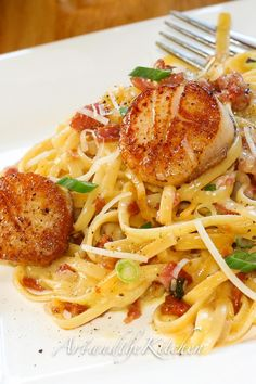 Carbonara with Pan Seared Scallops -perfectly seared scallops with pasta carbonara. dinner scallops Carbonara with Pan Seared Scallops Fish Recipes, Seafood Recipes, Gourmet Recipes, Cooking Recipes, Healthy Recipes, Recipies, Clam Recipes, Recipes Dinner, Holiday Recipes