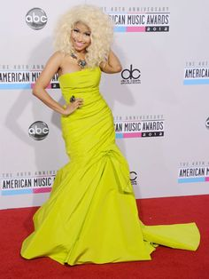 Nicki Minaj went all out in a chartreuse yellow gown by Monique Lhuillier for the AMAs and killed it!