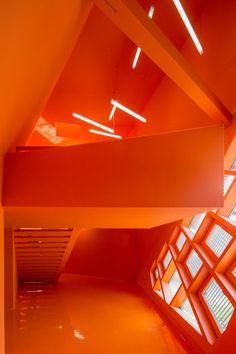 Schräges Biest in Pink - DEAR Büro - Projekte | dear-magazin.de Jaune Orange, Orange Zest, Orange Color, Orange Yellow, Orange Is The New Black, Burnt Orange, Orange Architecture, Orange Aesthetic, Rainbow Aesthetic