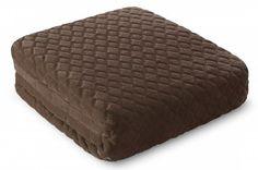 Hnedá deka Tomas je dostupná v troch rozmeroch: 150x200, 170x210 alebo 220x240 cm.