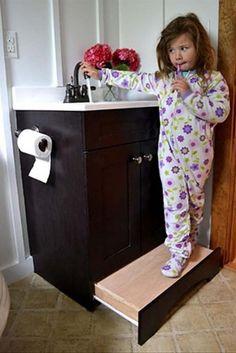 un tiroir marche-pied, une belle idée pour les petits