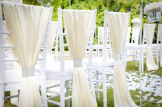 This looks like my dream wedding. The white chairs and floor decor works so well with the green outdoors. I almost wish I could get married again.