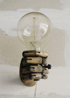 Pinocchio - Holz Schaufensterpuppe Hand Wandleuchte - Wandlampe Wandleuchte - einzigartige Wandlampe - Made to Order