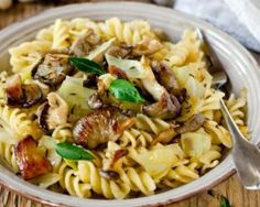 Delicious Fennel & Mushroom Pasta made with Massel Concentrated Liquid Stock. The perfect pasta dish and comfort food for the whole family. Noodle Recipes, Pasta Recipes, Apple Cider Vinegar Diet, Gluten Free Recipes, Healthy Recipes, Mushroom Pasta, Skinny Recipes, Fennel, Pasta Salad