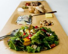 Check out this sleek tray that fits all your food!