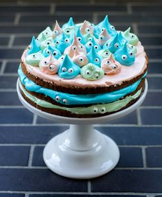kleine Monster Torte mit Marshmallow Frosting little monster cake with marshmallow frosting Cute Cakes, Yummy Cakes, Food Cakes, Cupcake Cakes, Sweet Recipes, Cake Recipes, Marshmallow Frosting, Cake & Co, Kitchens