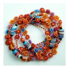Collier * tourbillon de fleurs * orange, rouge, turquoise, violet et noir en perles rocailles