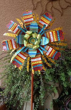 Image result for how to make big metal flowers Tin Can Art, Soda Can Art, Tin Art, Art From Recycled Materials, Recycled Art Projects, Recycled Cans, Repurposed, Soda Can Flowers, Tin Flowers