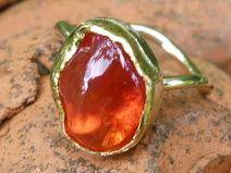Ring aus Gold mit einem mexikanischen Feueropal
