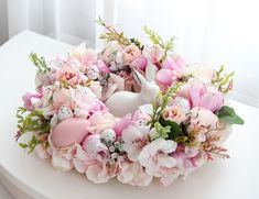 Easter Flower Arrangements, Easter Flowers, Floral Arrangements, Easter Art, Hoppy Easter, Easter Crafts, Easter Wreaths, Holidays, Easter Party