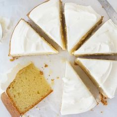 Made from just 5 ingredients, this cake is beautiful and makes enough mix for 2 cake tins. It's perfect for birthday parties or just a yummy afternoon tea. Round Cake Pans, Round Cakes, Self Saucing Pudding, Lemon Filling, Moist Cakes, Cake Tins, Tea Cakes, Cream Cake, Yummy Cakes