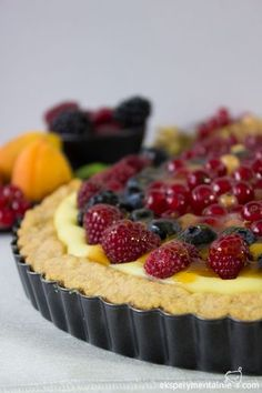 tarta z budyniem i owocami Cheesecake, Food And Drink, Pie, Fruit, My Favorite Things, Cooking, Recipes, Foodies, Sweets
