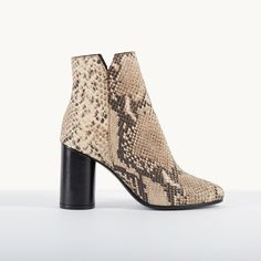Snakeskin-effect leather boots FIZZ. Crafted in snakeskin-effect leather, the round-toe ankle boots … - Online Shop Maje Style Birkenstock, Low Boots, Ankle Boots, Nike Air Force, Maje Clothing, Basket Style, Summer Collection, Fashion Boots, Leather Boots