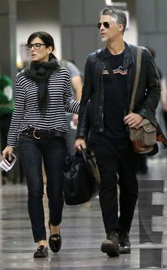 Take a look at the best Sandra Bullock casual in the photos below and get ideas for your cute outfits! Sandra Bullock and Boyfriend Bryan Randall Enjoy a Weekend Getaway: Details About Their Love-Filled Vacation Fashion Couple, Look Fashion, Winter Fashion, Fashion Outfits, Fashion Trends, Fashion Over 40, Fashion Fashion, Winter Outfits, Cool Outfits