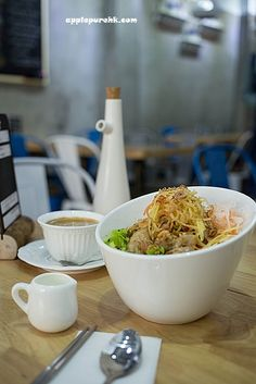 香港越南麵包店 Vietnamese Food, Vietnamese Recipes, Serving Bowls, Tableware, Kitchen, Dinnerware, Cuisine, Dishes, Kitchens