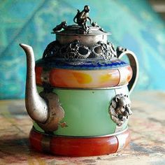 The dysfunctional tea pot, it has issues.mostly it issues tea but once in awhile it serves goat broth. Bohemian Kitchen, Teapots And Cups, Chocolate Pots, High Tea, Afternoon Tea, Teak, Tea Time, Tea Party, Tea Cups