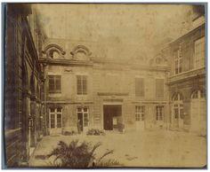 Eugène Atget, Hotel du Duc Daumont, rue de Jouy    #Europe #Paris