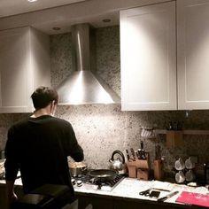 Nikah muda? HELL NO!      ⚠️ HARSH WORDS ⚠️      ©SalvinRegina #fiksipenggemar # Fiksi Penggemar # amreading # books # wattpad Ulzzang Couple, Ulzzang Boy, Foto Jungkook, He's Beautiful, Beautiful Homes, Jikook, It Ends With Us, Korean Pop Group, Couple Cooking