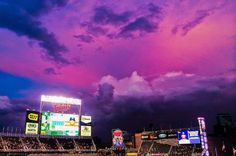 PHOTO: Minnesota Twins Fans Were Treated to an Incredible Purple/Pink Night Sky   FatManWriting