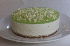 Tarun Taikakakut: Valkosuklaa-Limejuustokakku (18cm) Finnish Recipes, Sweet Bakery, Just Eat It, Yummy Food, Tasty, Sweet Pastries, Piece Of Cakes, Something Sweet, Cheesecakes