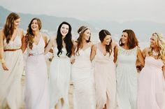 Laid-back and beachy bridesmaid style | Photo by Fer Juaristi