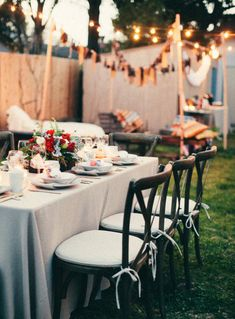 Um mini wedding pode ser estruturado como um backyard wedding: um casamento no quintal de casa.