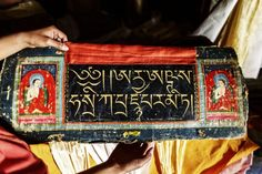 Cartea tibetană a morţii – Top vrăjitoare online. Tibetan Script, Buddhist Shrine, Book Of The Dead, Asian Art, Proverbs, Messenger Bag, Satchel, Culture, Mustang Nepal