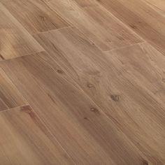 Eitc Noce - Woodgrain tile used throughout