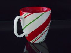 Candy Cane Pattern. 2007 Christmas Holiday. Bright Red and Green. Great for collector or everyday use. Pre-owned , no Chips or cracks.