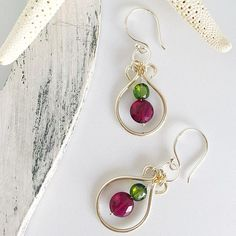 These are my go to earrings, so simple and so beautiful, I really love them... Made to order, it will take 2 days to finish them so have in mind that... Gemstones used: watermelon tourmaline in coin shape metal: sterling silver